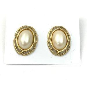 Vintage Richelieu faux pearl gold tone earrings